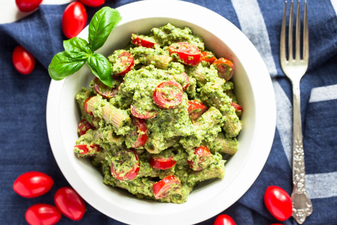 Broccoli Basil & Yogurt Pesto with Einkorn Whole Wheat Pasta & Sweet Tomatoes by Parsley In My Teeth, healthy vegetarian recipes