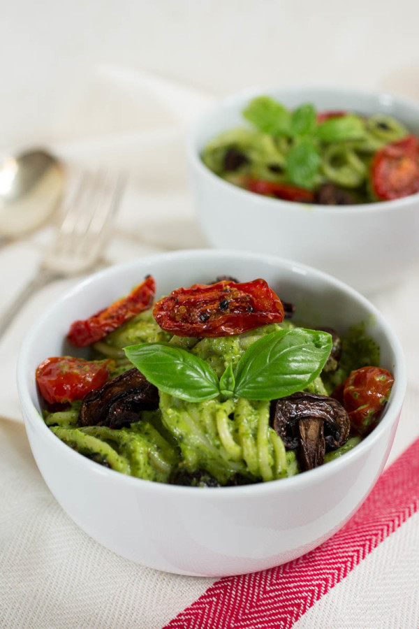 Roasted Tomato & Mushroom Pasta with Parsley & Pistachio Pesto by Parsley In My Teeth
