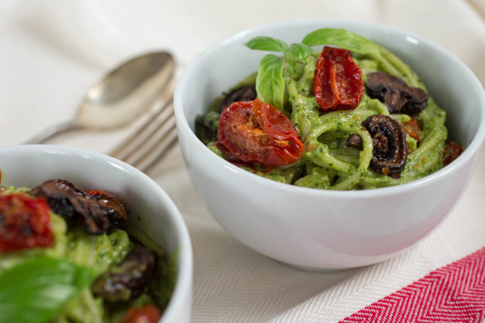 Roasted Tomato & Mushroom Pasta with Parsley and Pistachio Pesto by Parsley In My Teeth