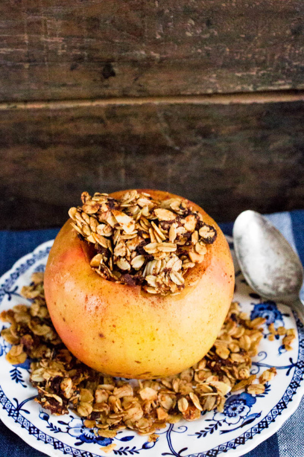 Baked Cinnamon-Nutmeg Apples Stuffed with Oats Dates & Sliced Almonds ...