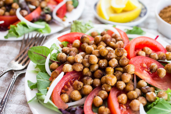 Warm Chickpea Schwarma Salad - Parsley In My Teeth